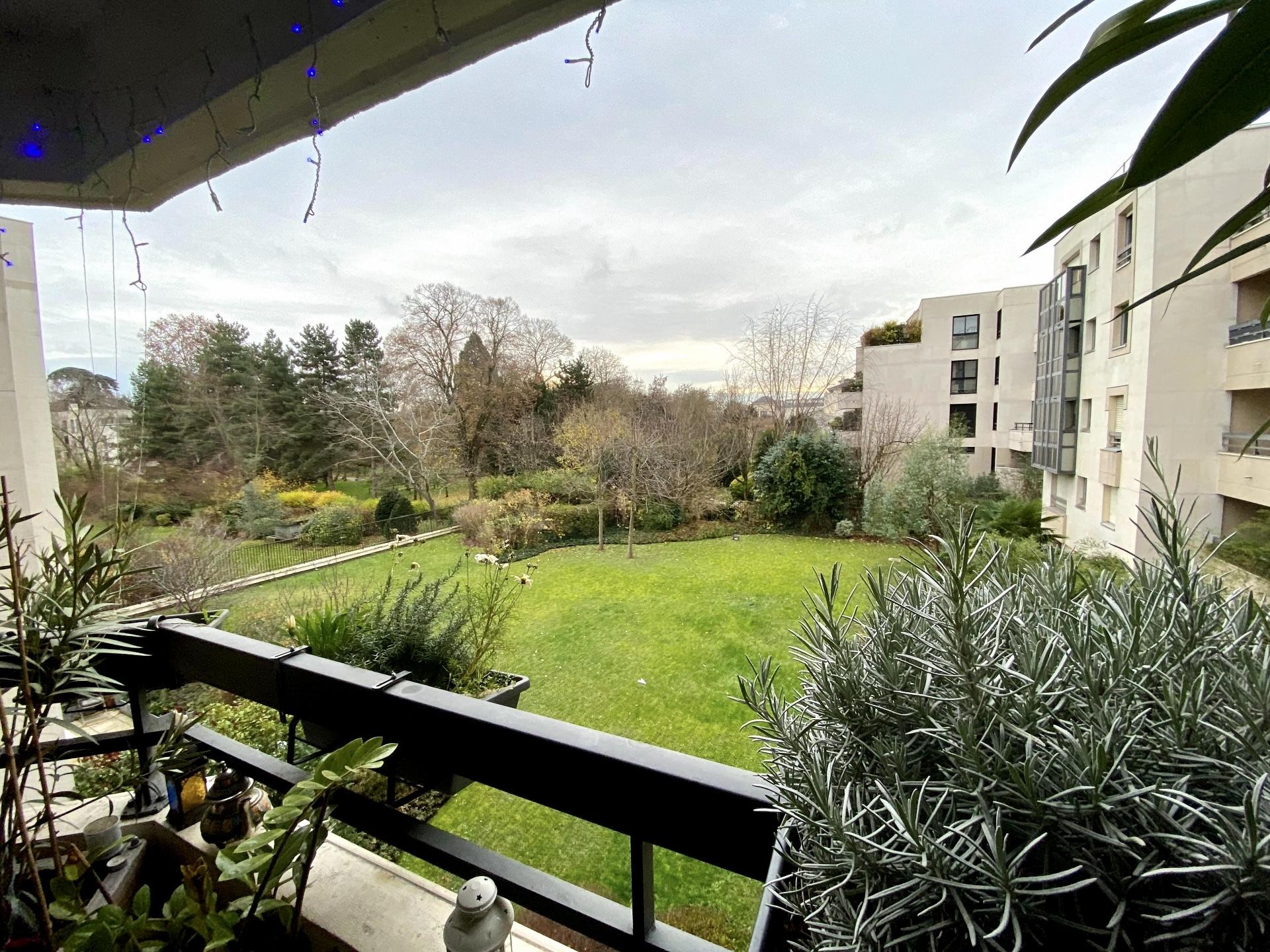 photo-terrasse-parc-du-chateau-appartement-4-pieces-a-vendre-suresnes-la-clef-des-villes