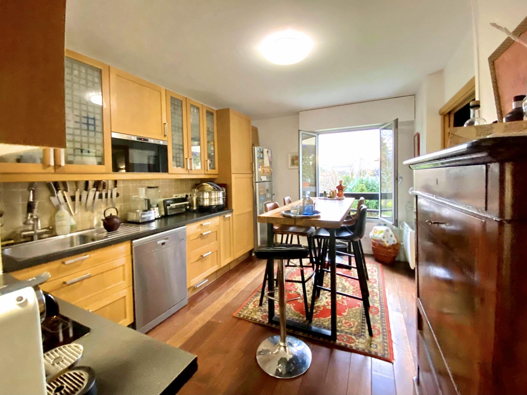 a-vendre-suresnes-residence-parc-du-chateau-appartement-4-pieces-terrasse