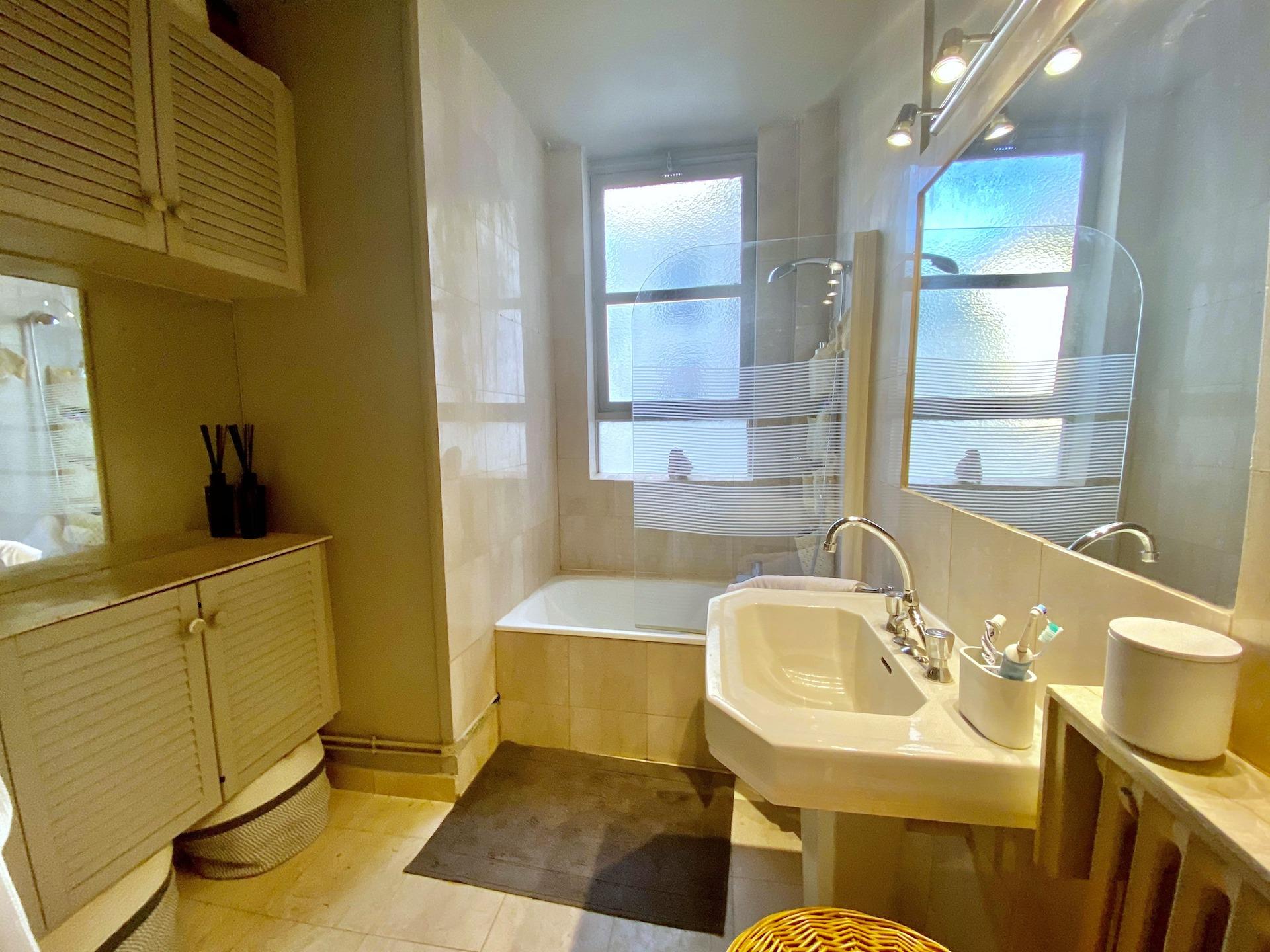 6-a-vendre-appartement-2-pieces-balcon-vue-degagee-sans-vis-à-vis-paris-16-auteuil-la-clef-des-villes-agence-immobiliere-off-market