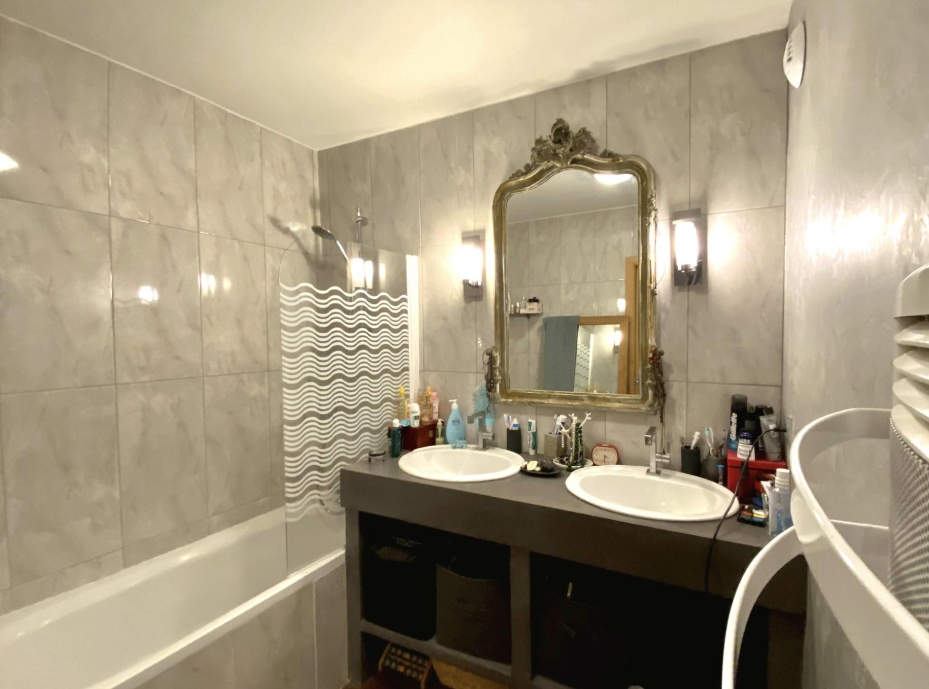 photo-salle-de-bain-appartement-4-pieces-a-vendre-suresnes-la-clef-des-villes