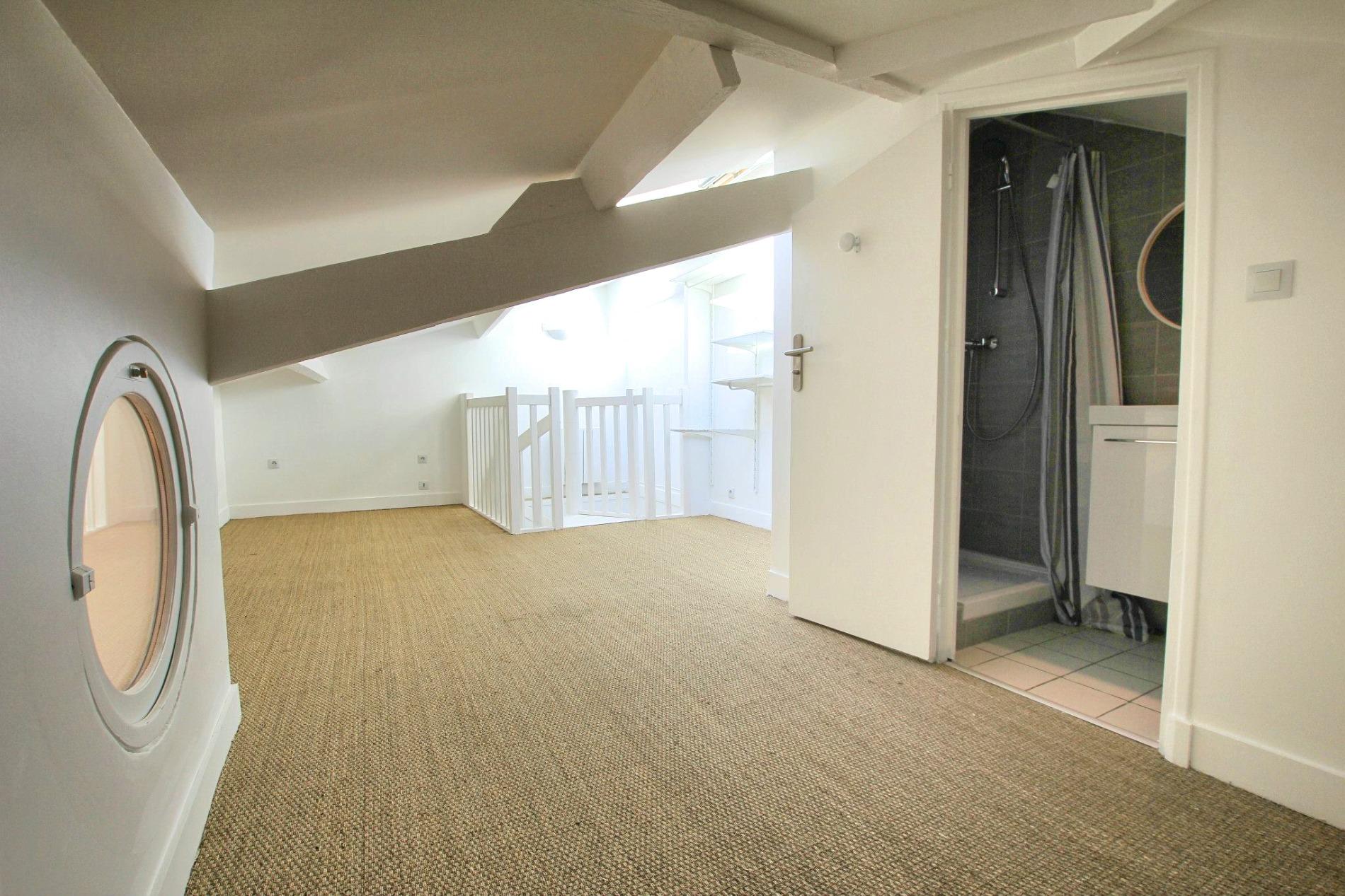 photo-chambre-sous-comble-appartement-boulogne-billancourt-agence-immobiliere-la-clef-des-villes-arnaud-mascarel