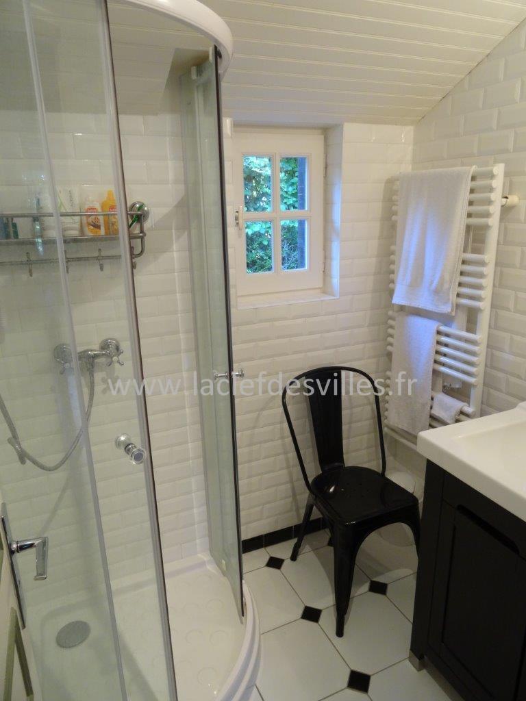 la-clef-des-villes-agence-immobiliere-villers-sur-mer-maison-a-vendre-photo-douche-carrelage-metro