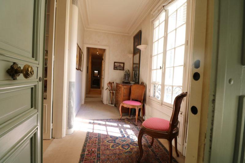 la-clef-des-villes-agence-immobiliere-paris-16-metro-ranelagh-photo-appartement-couloir